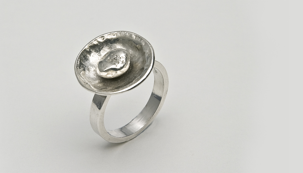 silver cup and ball shaped ring