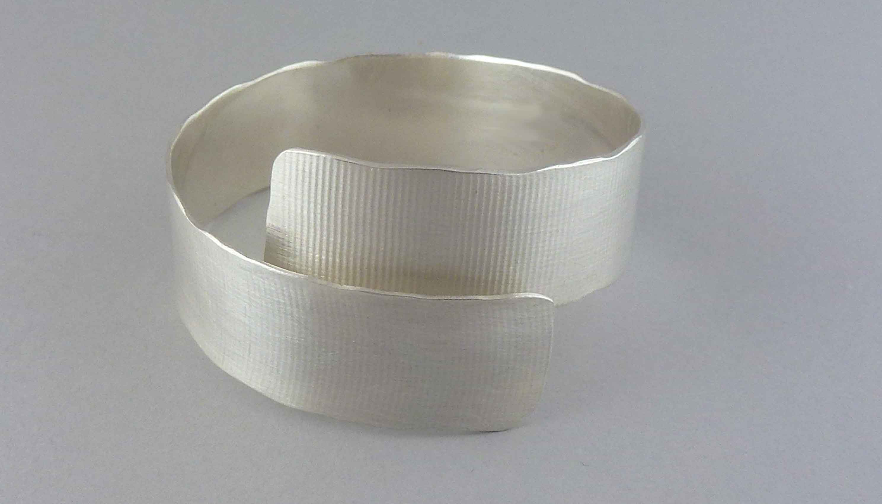 textured-overlap-silver-bracelet