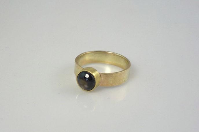 black-sapphire-gold- ring
