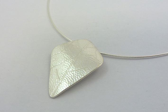 large leaf necklet