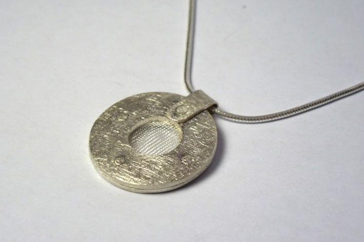 large mesh pendant