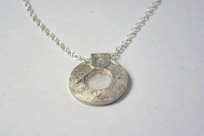 small mesh pendant